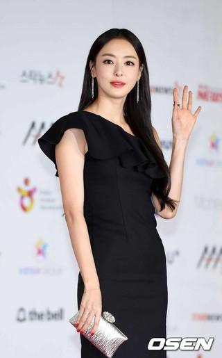 Actress Lee Da Hee - gugudan Kang MinAh, first appearance in