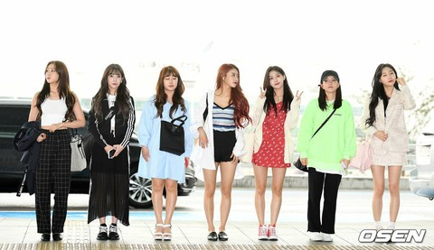 LOVELYZ departs to Los Angeles, USA for overseas dates. .   Moth