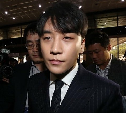 """YG corporate card"" is a hot topic in Korea. 