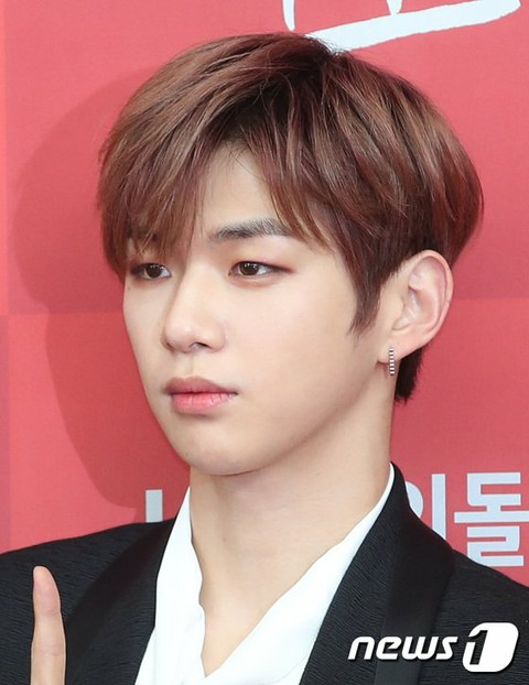 "Kang Daniel, ""Sorununa"" and to the United States? Counsel ""I can not confirm.""   Sornuna (Nuna: Korean for older women) is a person who is rumored to be behind a legal dispute with LM Enta. A Chinese agent who acts as an agent for Korean stars, acting as an ad, event, performance or fanmi. . .   Moth"