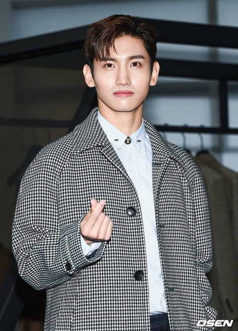 "Changmin (TVXQ) attends ""TI FOR MEM"" rebranding fashion show commemorative photo wall. On the afternoon of the 25th, Seoul ・ S factory D ridge. . .   Moth"