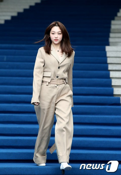 "gugudan Mina attends the ""2020 S / S Seoul Fashion Week"" LLEE collection. 18th a"