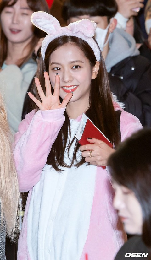 "BLACKPINK JISOO depart for Japan to hold ""BLACKPINK 2019-2020 WORLD TOUR IN YOUR"