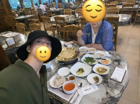 "#CNBLUE Jongshin, ""Spending time with my mother"" is trending.  ● Had a good meal"