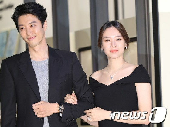 "[Official] Actress  Jo Yoon Hee side acknowledges divorce with actor Lee Dong Gun ""Mediation completed"""